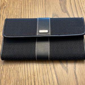 9 west wallet